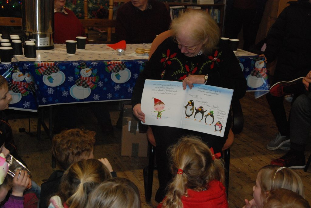 Jeanette Laughton treats the children to a Christmas story as they wait patiently for Santa to arrive. 08_a49ardrishaiglights06