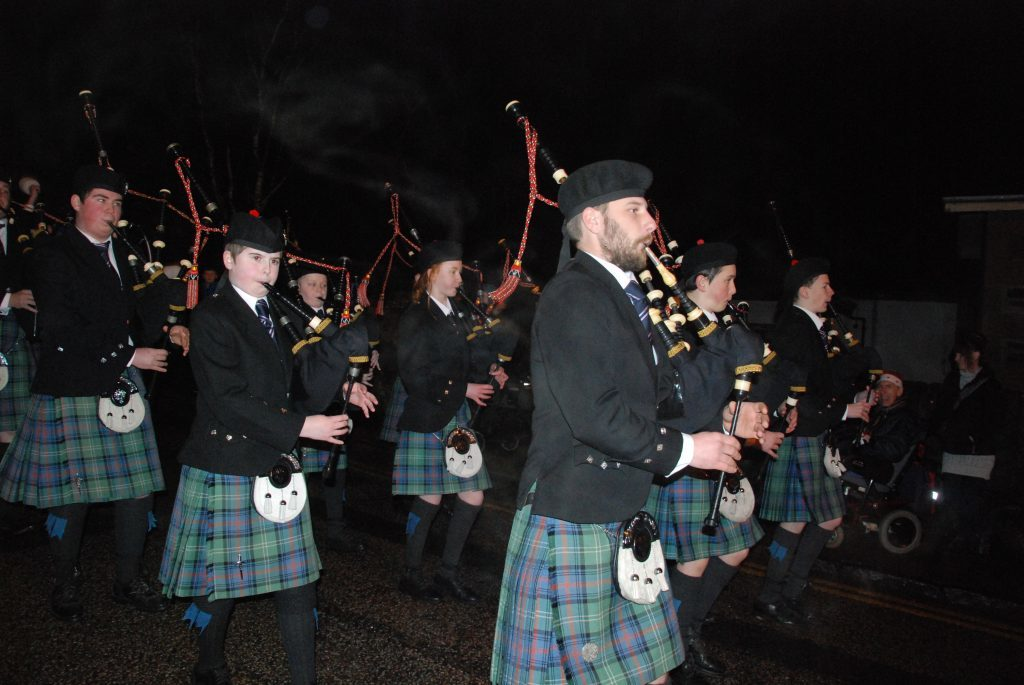 Mid Argyll Pipe band provided some tunes even piping some Christmas favourites. 08_a49lochgilpheadlights05