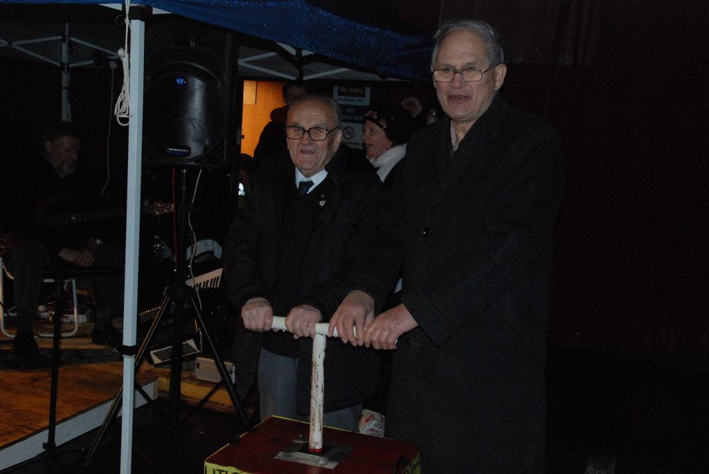 Councillor Donnie MacMillan and former MAYDS chairman, Peter Hogpin turn on the Lochgilphead lights. 08_a49lochgilpheadlights08