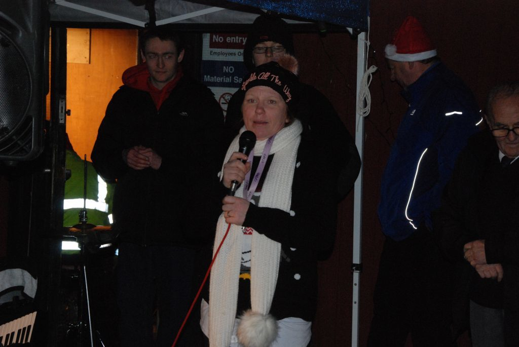 Fiona Kalache spoke fondly in memory of Murdo MacLeod, who supported the MAYDS behind the scenes for many years. 08_a49lochgilpheadlights10