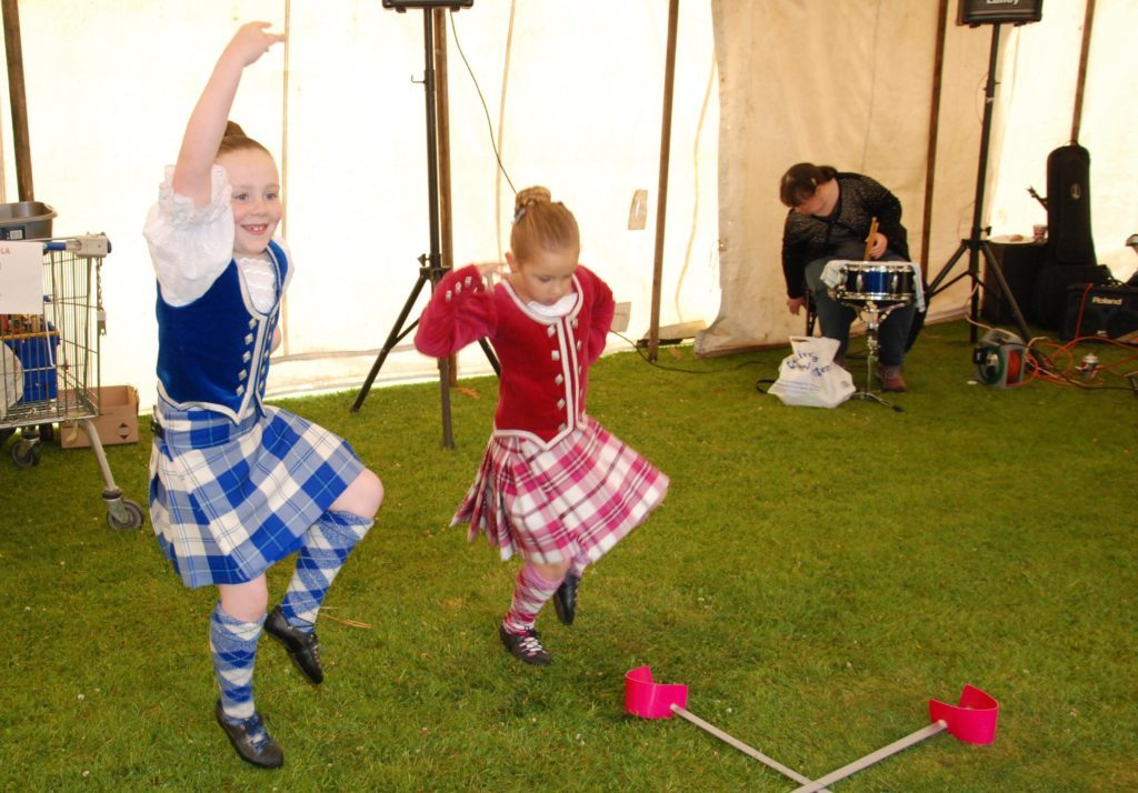 Providing dancing entertainment were Emma Litster from Lochgilphead and Jessica MacRae of Ardrishaig, both pupils of the Katrina Martin School of Dance  in Dunoon. 06_a25AFD06