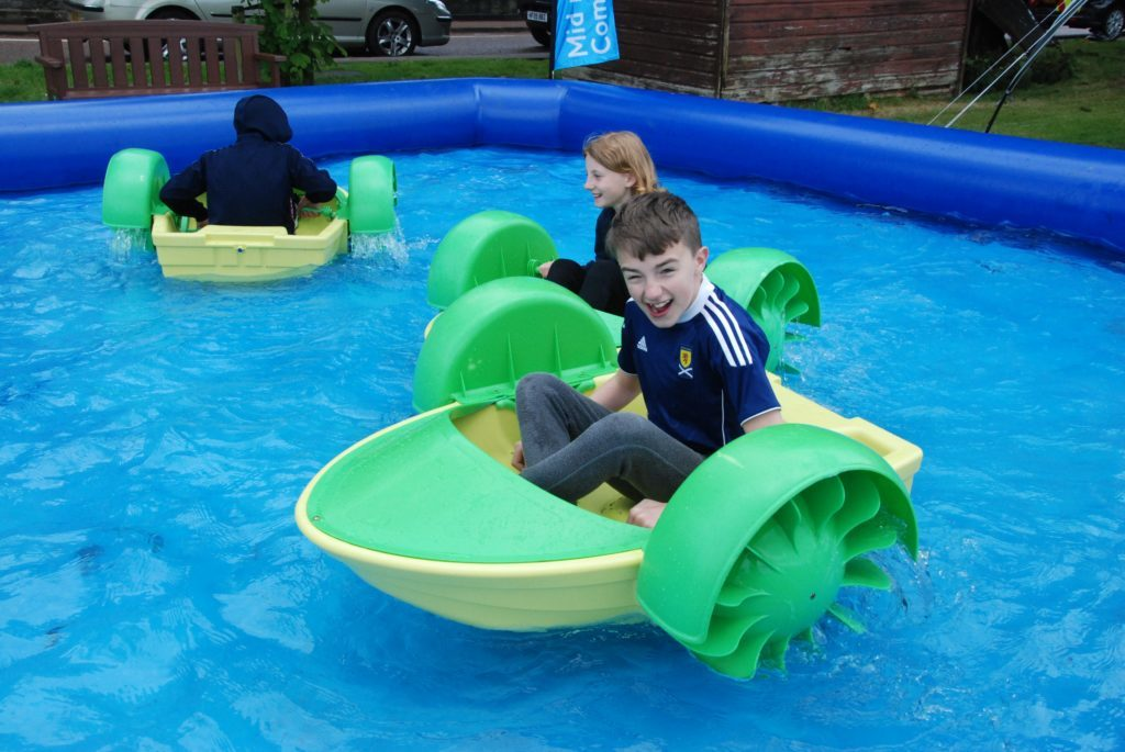Keenan Carr, nearest the camera, from Newcastle, with his cousins Sophie MacIver and Euan Rhodick from Bishopton having fun in the water. 06_a25AFD09
