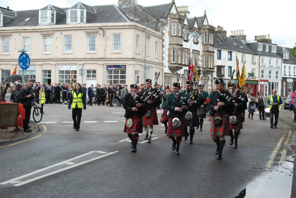 The parade wheels into Poltalloch Street ahead of inspection