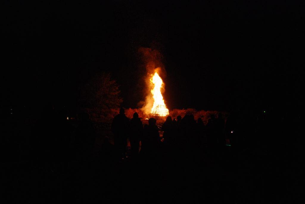 A roaring bonfire kept spectators warm in Lochgilphead