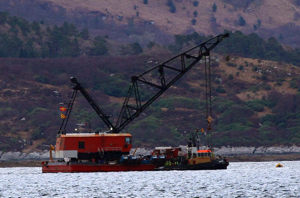 Lifting barge arrives in Loch Fyne over Nancy Glen