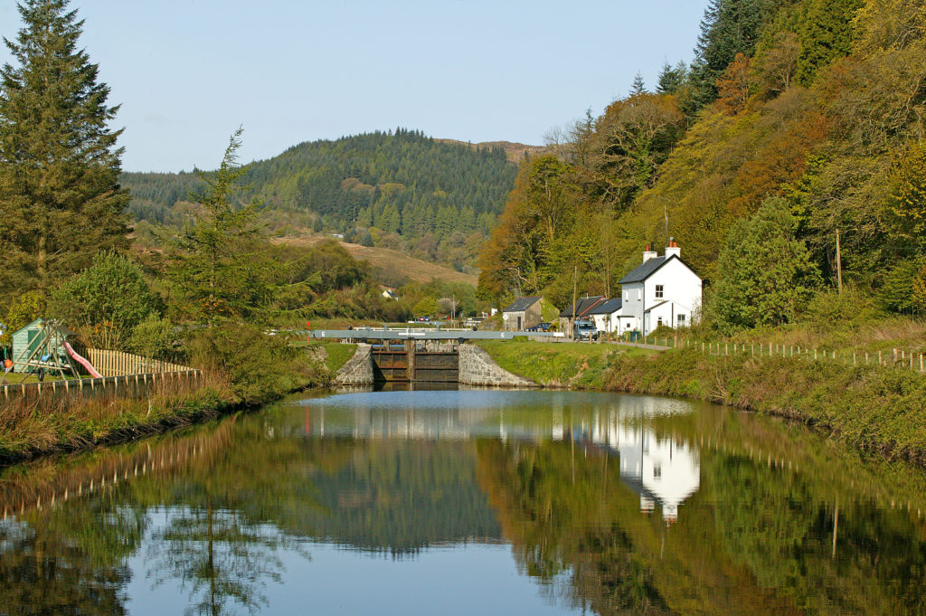 Dry spell restricts boats on Crinan Canal